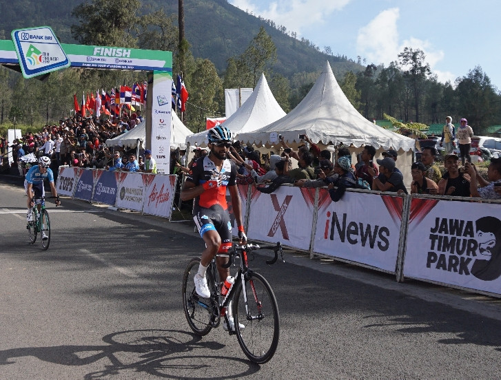 Eritrean cyclist Eyob conquers steepest climb in Stage 4 of