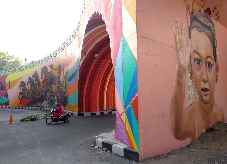 The iconic tunnel of the Manahan overpass. JP/Ganug Nugroho Adi