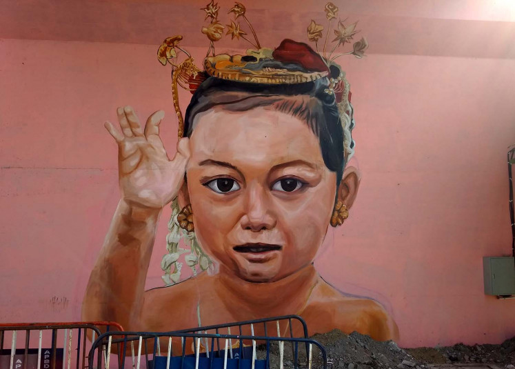 Murals give aesthetic touch to Surakarta's Manahan overpass