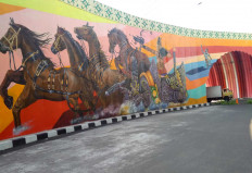 A mural that illustrates a Baratayuda fragment can be seen on the west part of the overpass. JP/Ganug Nugroho Adi