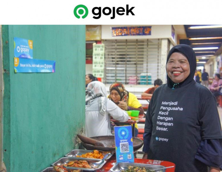 Merchants use GoPay to develop their businesses. As the biggest digital payment platform in Indonesia, GoPay not only eases payments but also connects driver partners and merchants with various financial services, such as subsidized mortgages, education saving schemes, health insurance and umrah savings.
