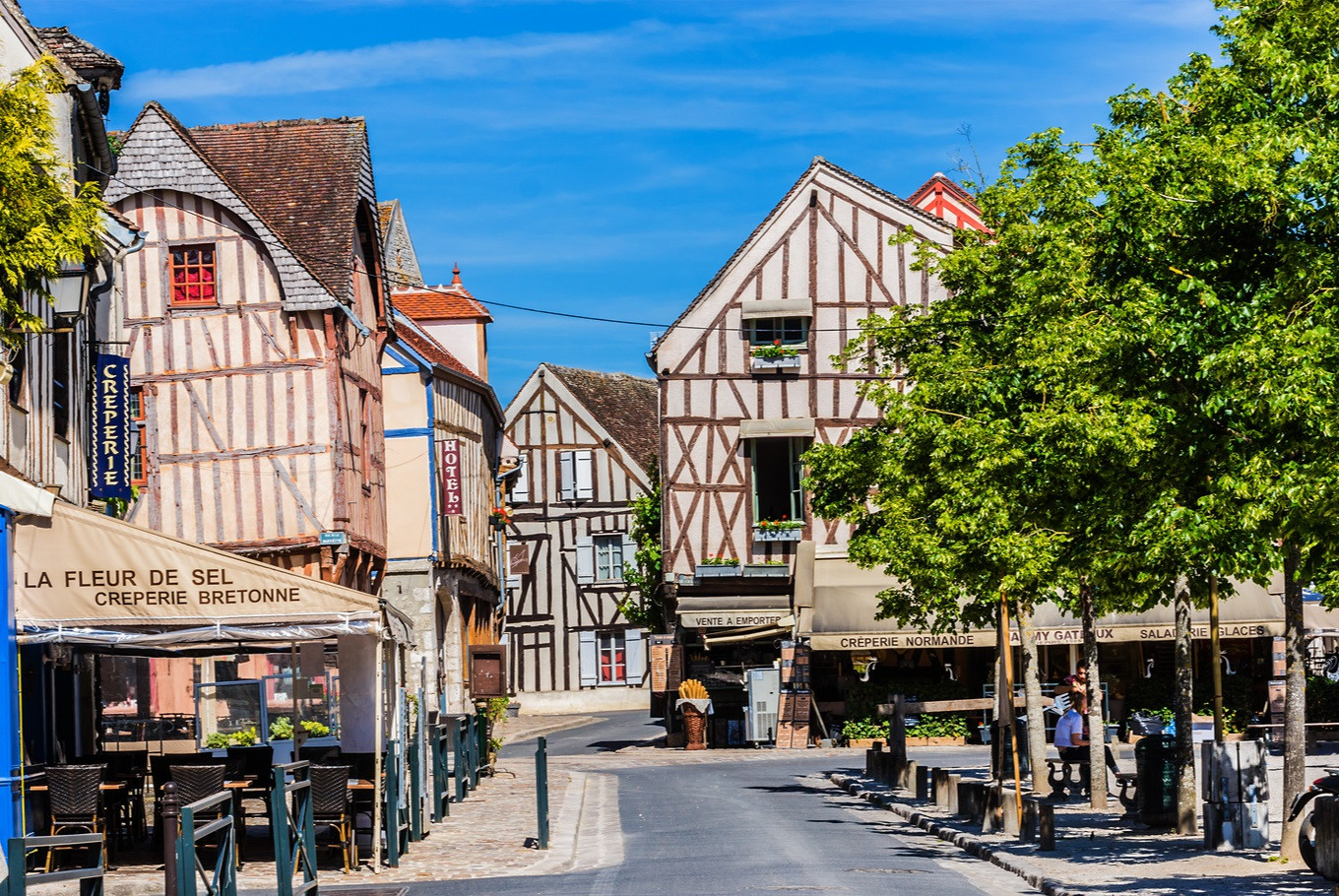 Discover the medieval heritage of France in the town of Provins
