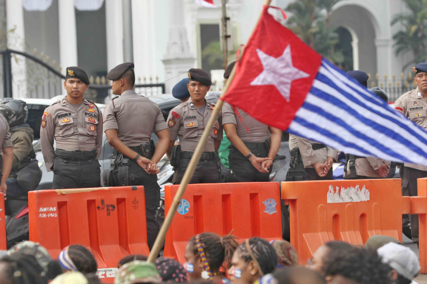 Emboldened Papuan students demand referendum, raise Morning Star flags before State Palace