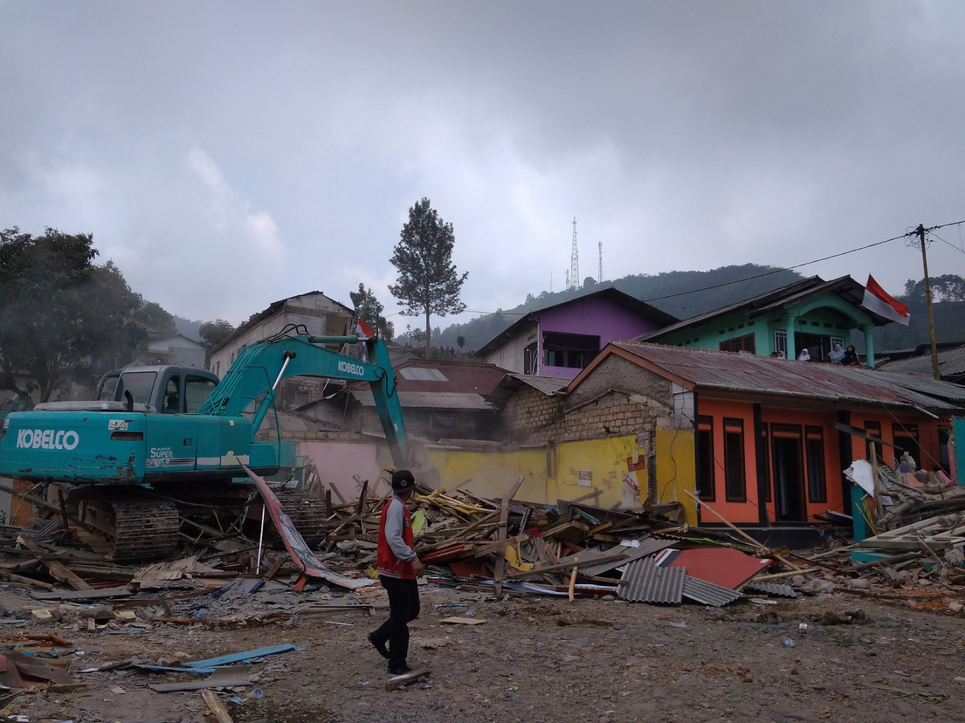 ​​​​​​​Unlicensed buildings demolished in Puncak