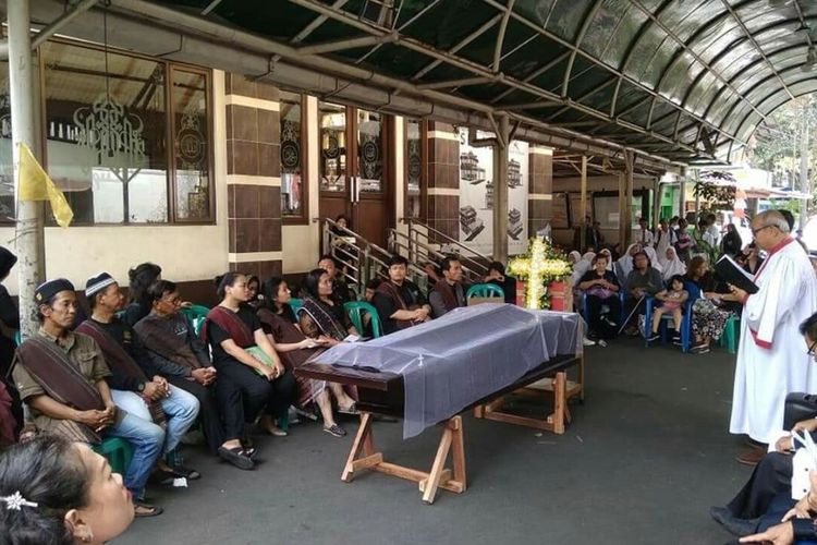 This church funeral service in Cempaka Baru mosque brings hope for tolerant Jakarta