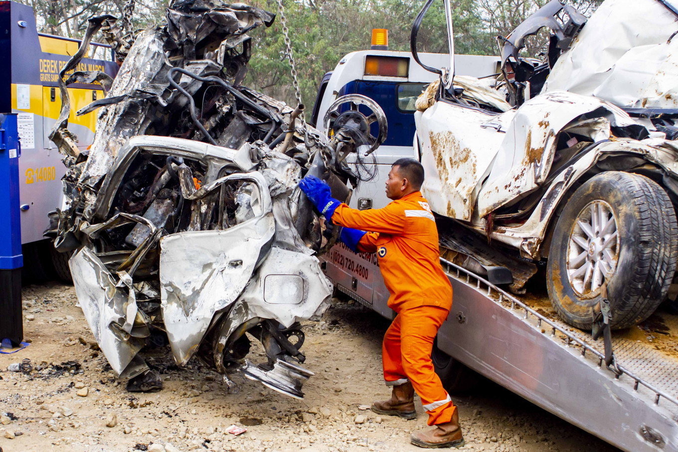 Drivers of overloaded trucks named suspects in deadly Bandung-Jakarta toll road crash