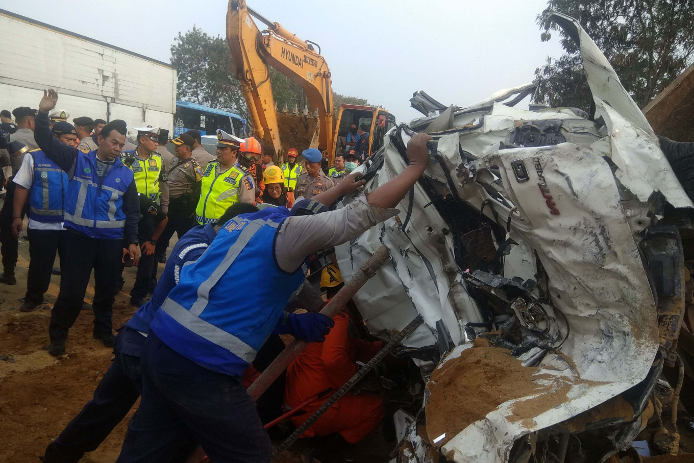 Eight die in accident involving 21 vehicles on Bandung-Jakarta toll road