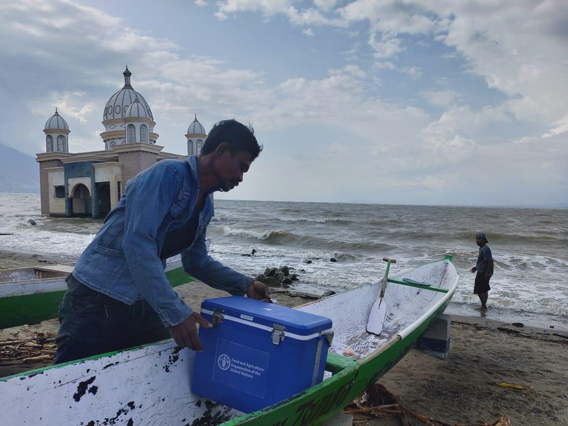 FAO distributes fishing equipment to thousands of fishermen in Palu, Donggala