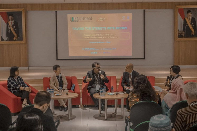 Participating in a discussion at the Litbeat Literaction Festival on Sept. 3 at the National Library of Indonesia in Central Jakarta are (from left to right) Maria Karina A. Bolasco, director of Ateneo de Manila University Press in the Philippines, Trasvin Jittidecharak, founder of Thailand's independent publisher of English-language books, Silkworm Books, Sheikh 'Shake' Faisal, publisher and honorary secretary of Malaysian Book Publishers Association, Nguyen Manh Hung, founder of the Ho Chi Minh and Hanoi Book Streets, and moderator Asmara Wreksono, managing editor of The Jakarta Post - Life.