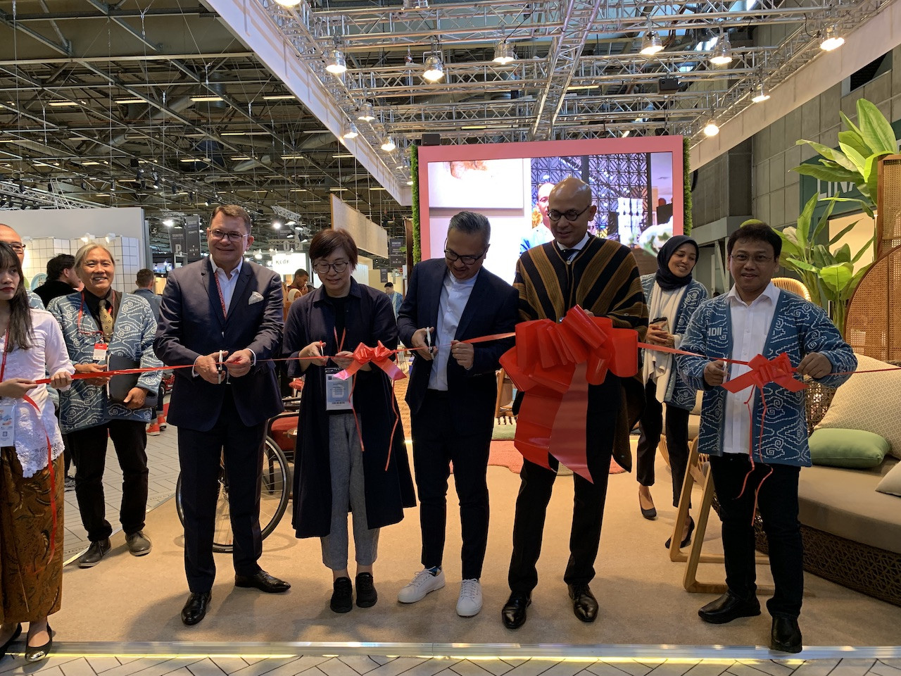 Cutting red tape: Ambassador Arrmanatha Nasir and Bekraf head of Sales Joshua Simanjuntak officiate the Indonesian Pavillion at Maison&Objet 2019 on Friday.