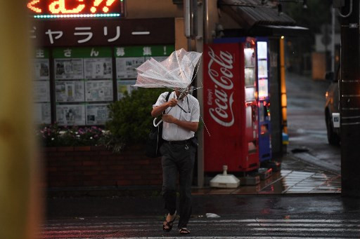 Powerful typhoon Faxai in direct hit on Tokyo