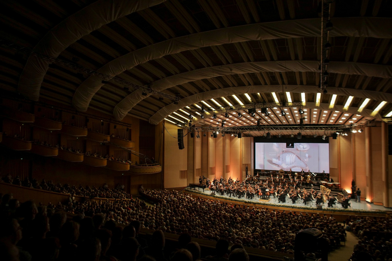 Romania's Enescu music festival thrives in shaky political times