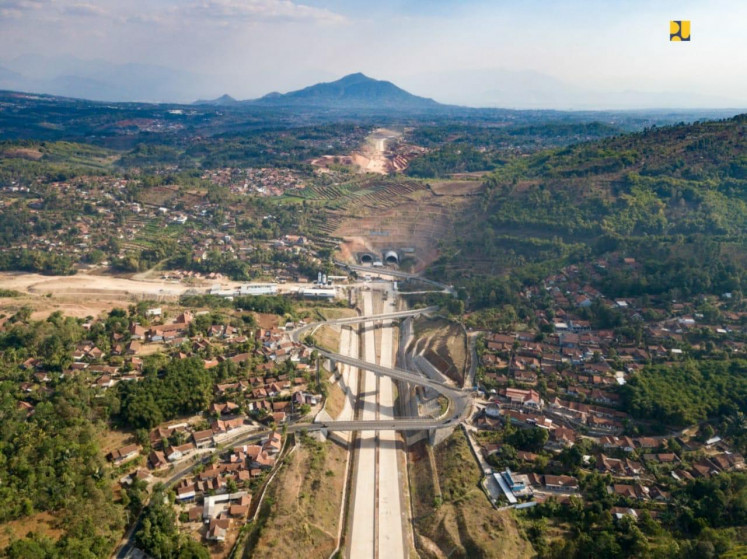 Financing, land acquisition issues hamper strategic toll road projects