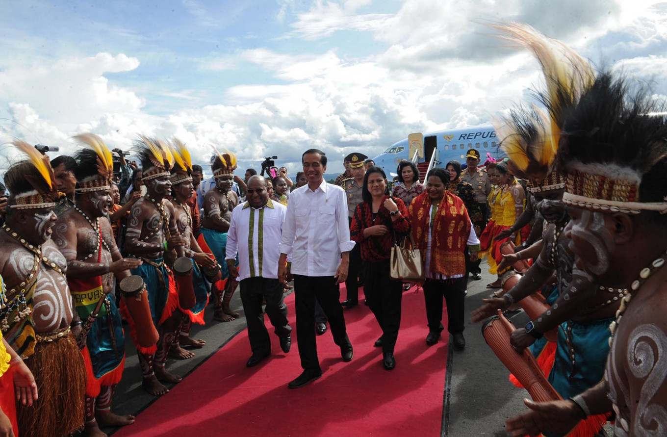 Jokowi promises 4G internet, presidential palace and jobs for Papuans