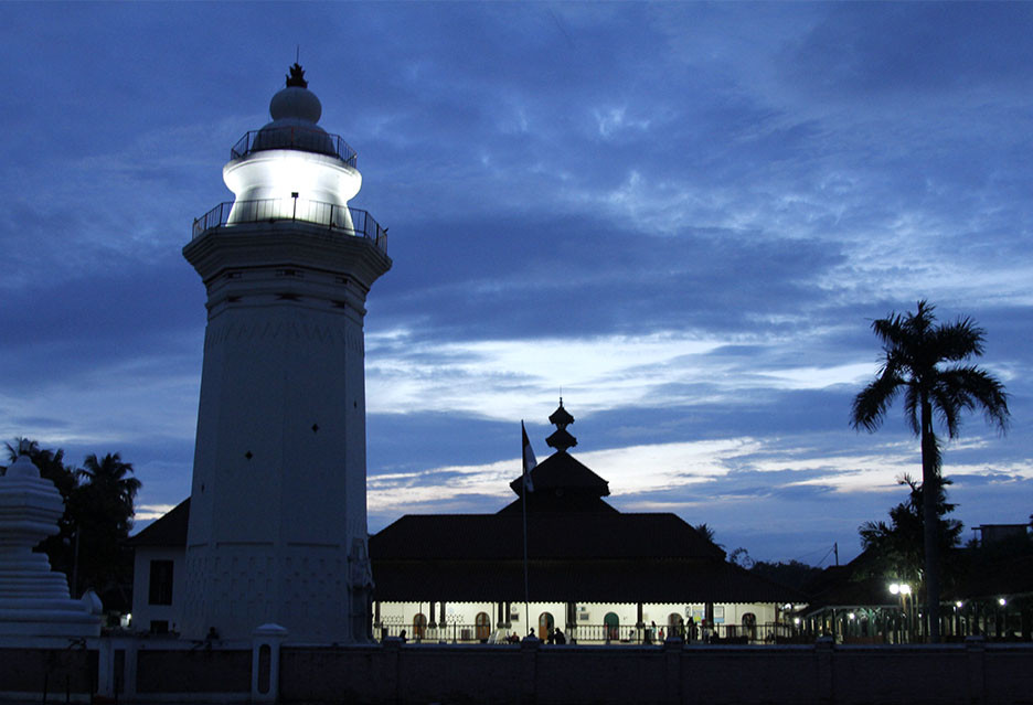The front view of the Banten Grand Mosque with its iconic tower, ahead of the evening prayer. JP/Mala Hayati