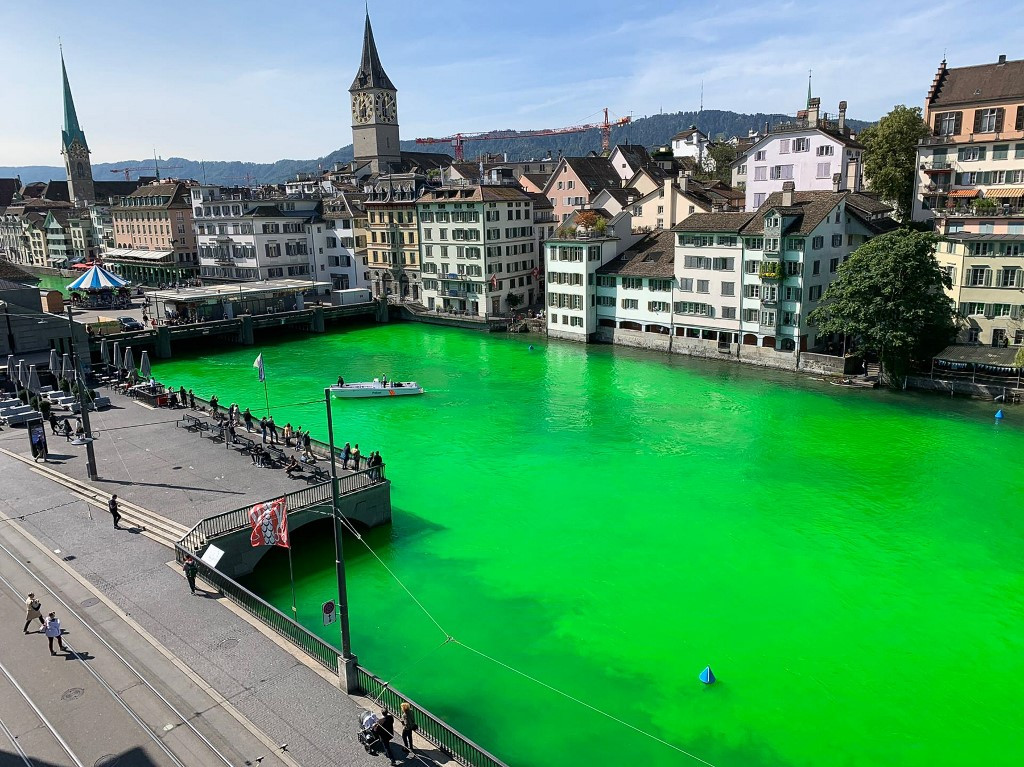 Climate protesters dye Zurich river green