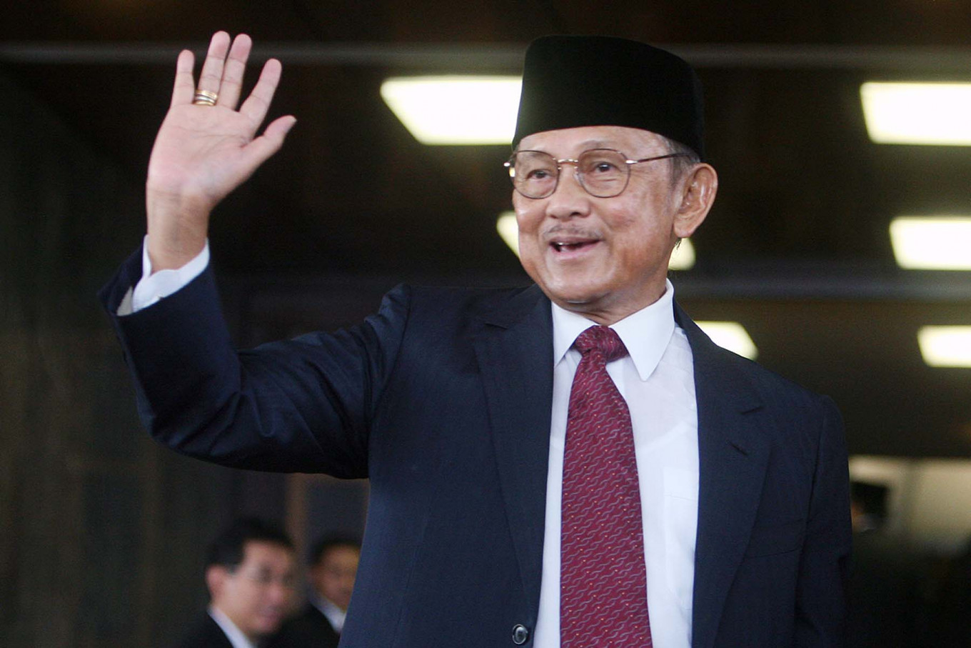 Three roads exempted from odd-even policy for Habibie