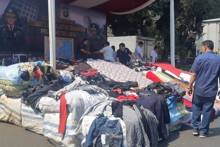 Police break up ring smuggling textiles from China