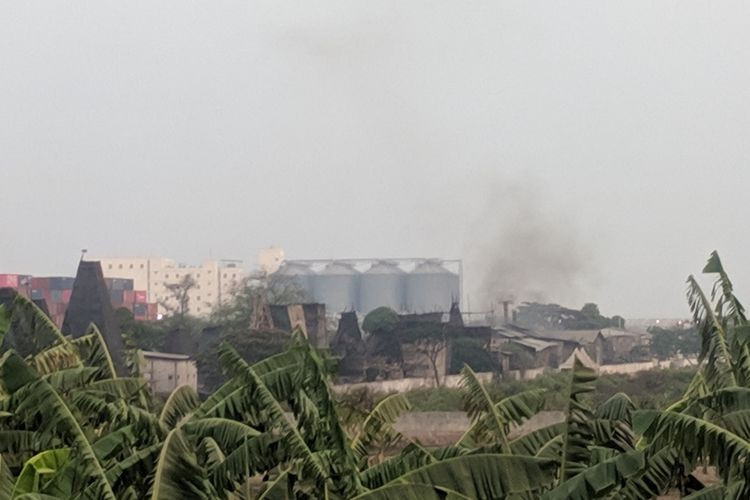 Smoke from charcoal production, tin smelting chokes East Jakarta