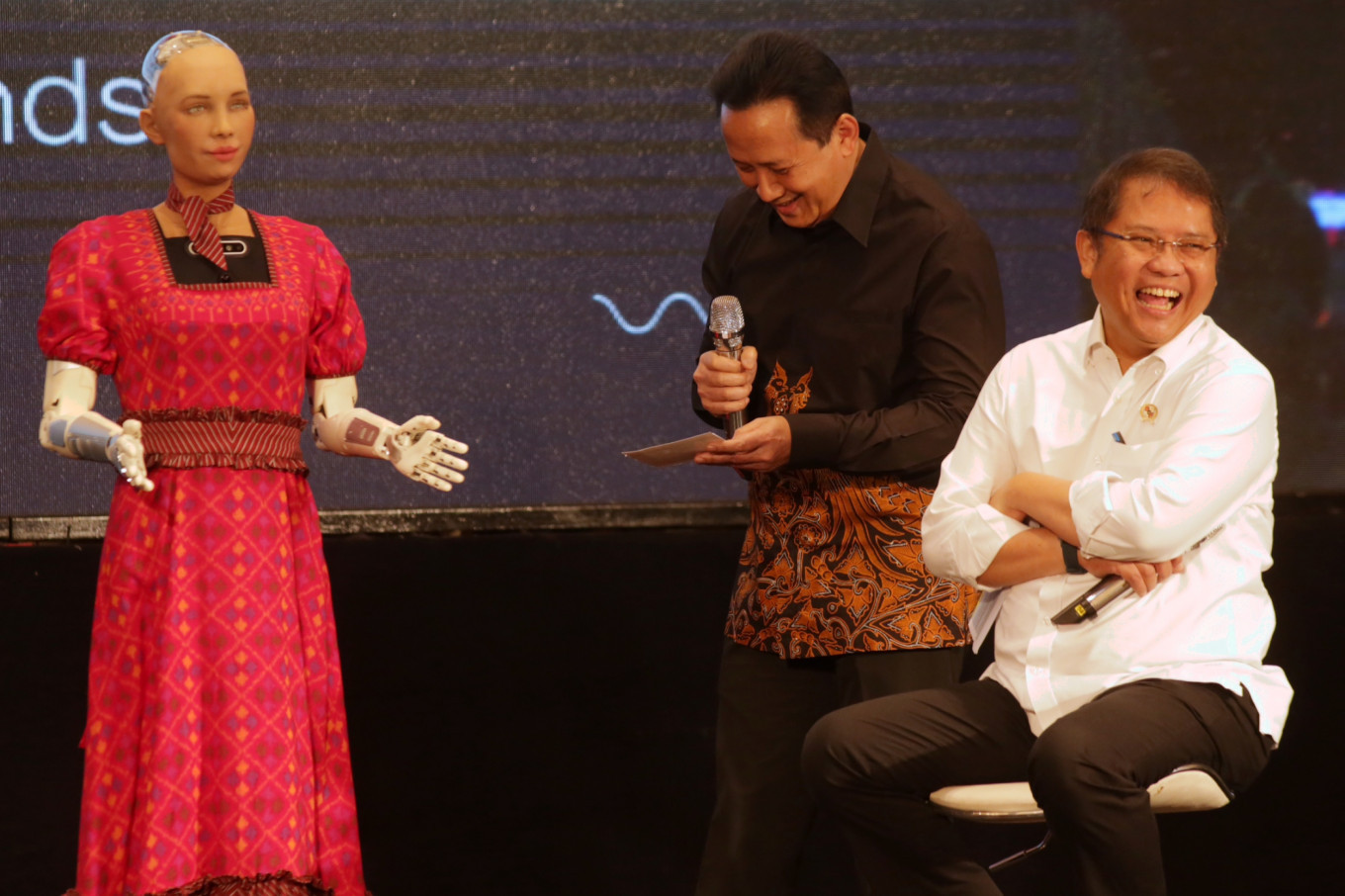 It's possible for robots to have feelings, Sophia tells Jakarta audiences