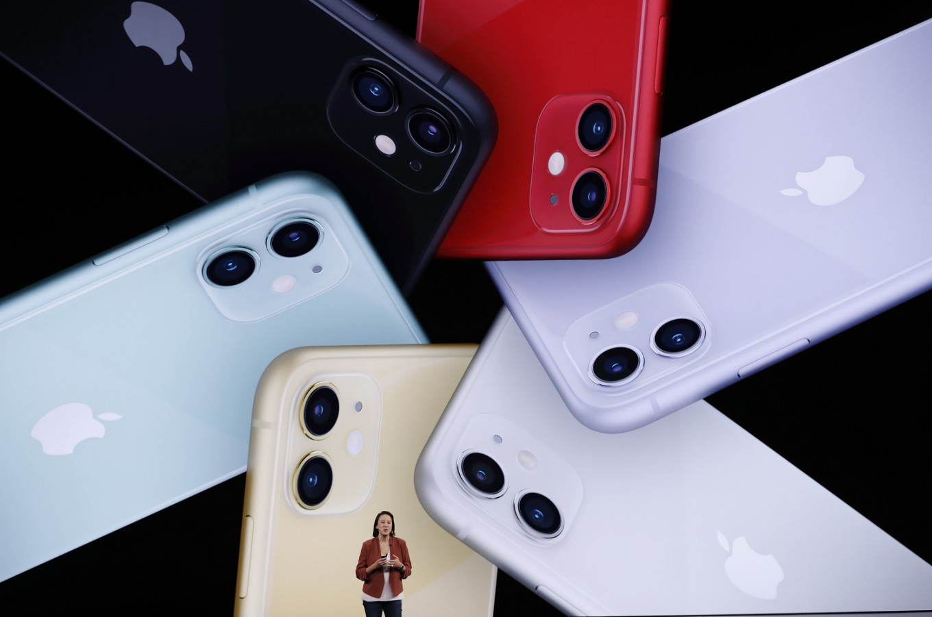 Apple takes smartphone sales crown from Samsung