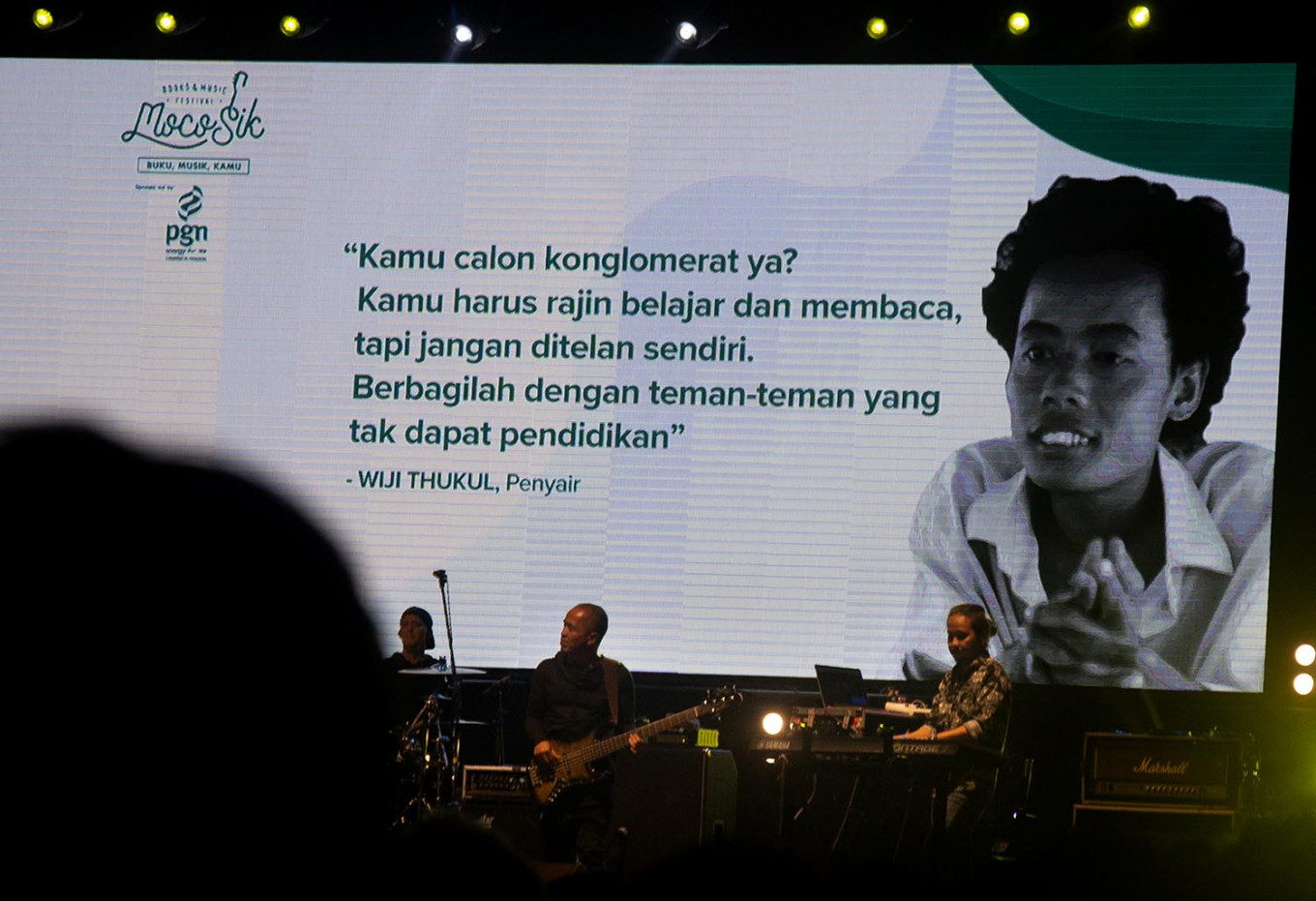 A concert has a background painting of Indonesian writers. JP/Tarko Sudiarno