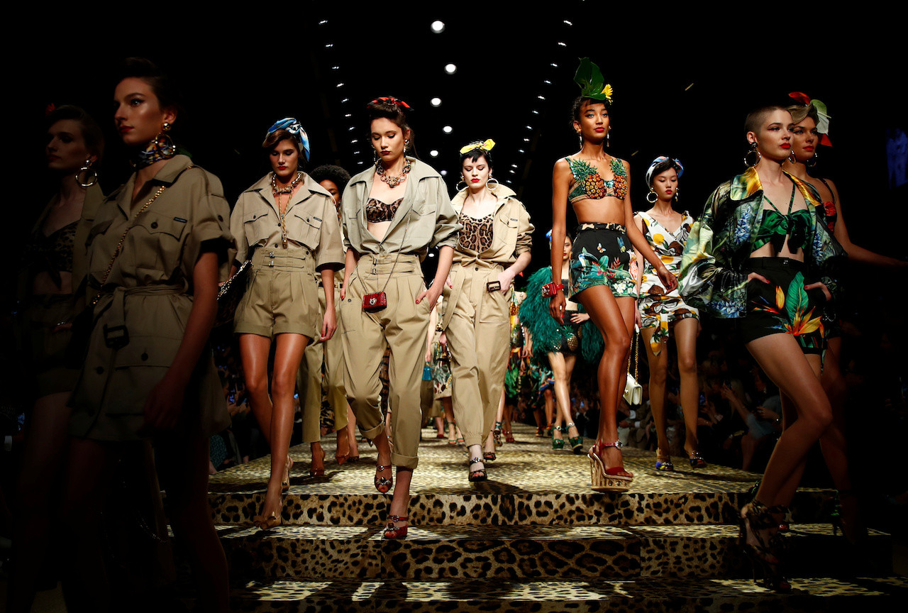 Elder Air mail Appearance  Dolce & Gabbana takes fashionistas on a jungle trek at Milan show ...
