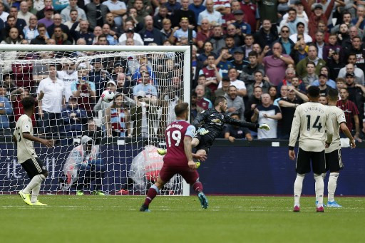 Manchester United's De Gea must go back to basics: Neville