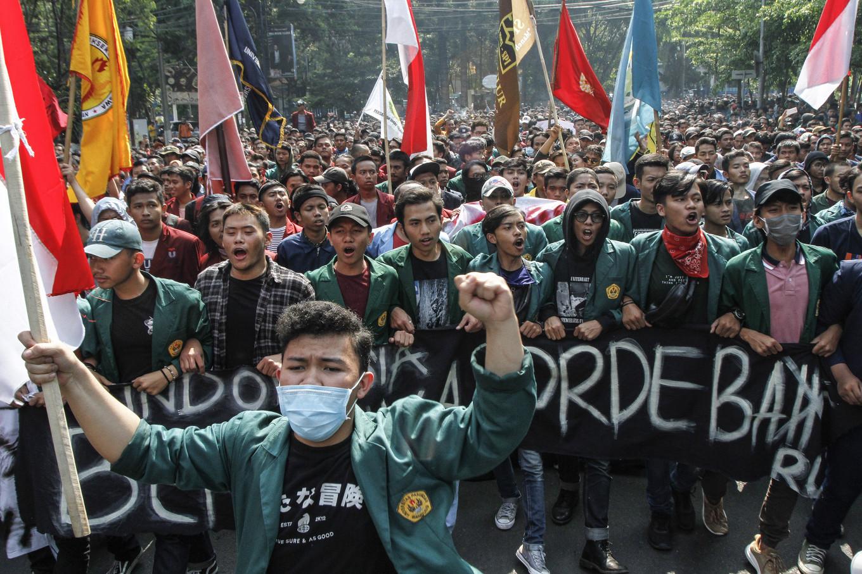 'Trust me': Jokowi cancels plan to revoke KPK law amendment