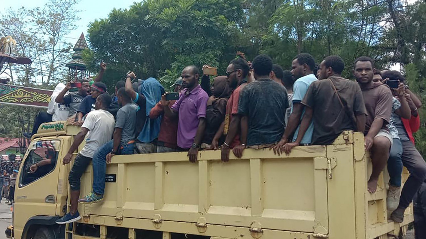 Wamena residents flee in mass exodus following attack rumor