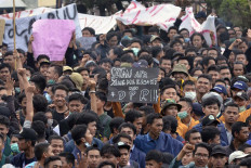 University students in Lampung protest in front of Lampung Legislative Council on Sept. 24. Thousands in Lampung took to the streets to reject the revision of the Corruption Eradication Commission Law and the Criminal Code. Antara/Ardiansyah