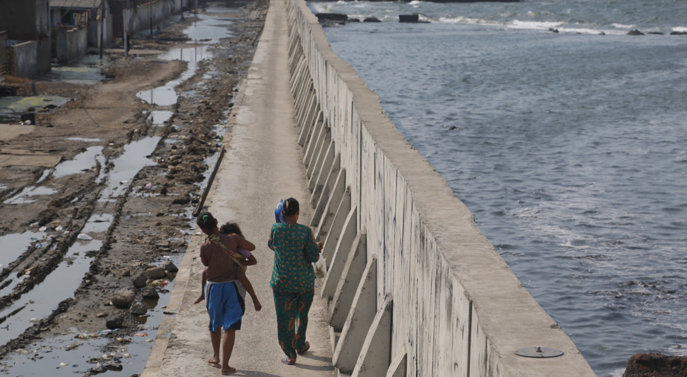 Coastal wall project races to protect sinking Jakarta against 'king tide'