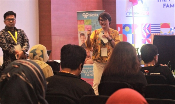 Family matters: Dinar Pandan Sari, Johns Hopkins Center for Communication Program's (JHCCP) demand generation officer, explains the campaign at the first International Conference on Indonesian Family Planning and Reproductive Health in Yogyakarta.