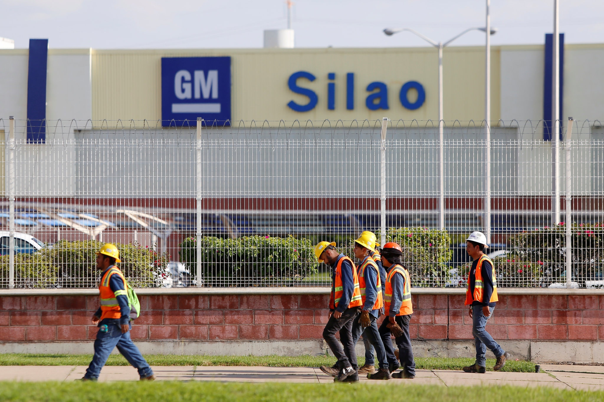 Auto suppliers hit as GM strike in US grinds on