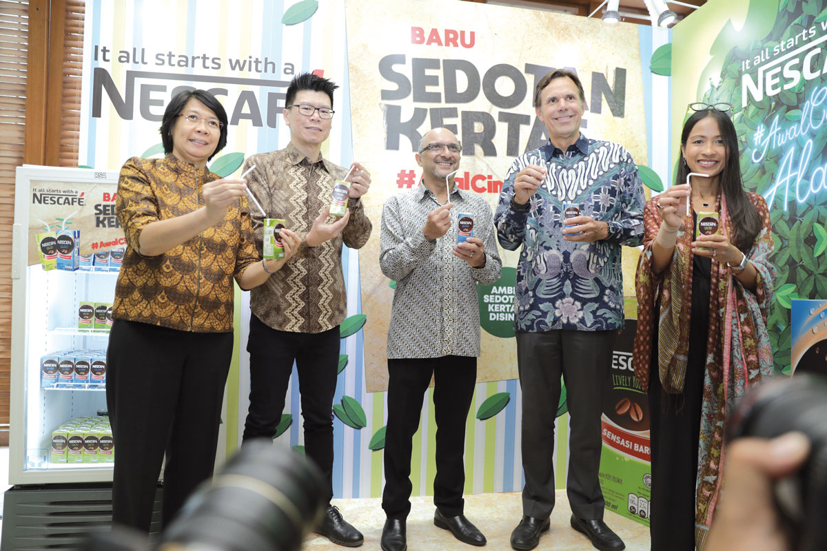 Dharnesh Gordhon (third left), president director of Nestlé Indonesia, and Chris Johnson (fourth left), executive vice president of Nestlé S.A. in charge of Zone Asia, Oceania and sub-Saharan Africa (AOA) unveil the latest move by Nestlé to curb plastic use