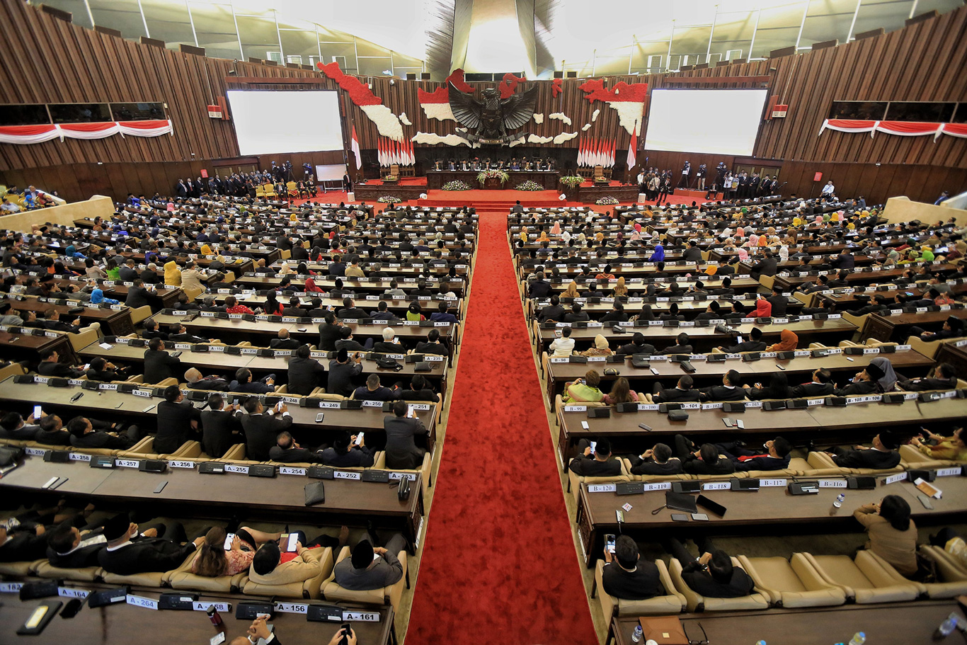 Amendment antagonism: Jokowi says no, MPR divided