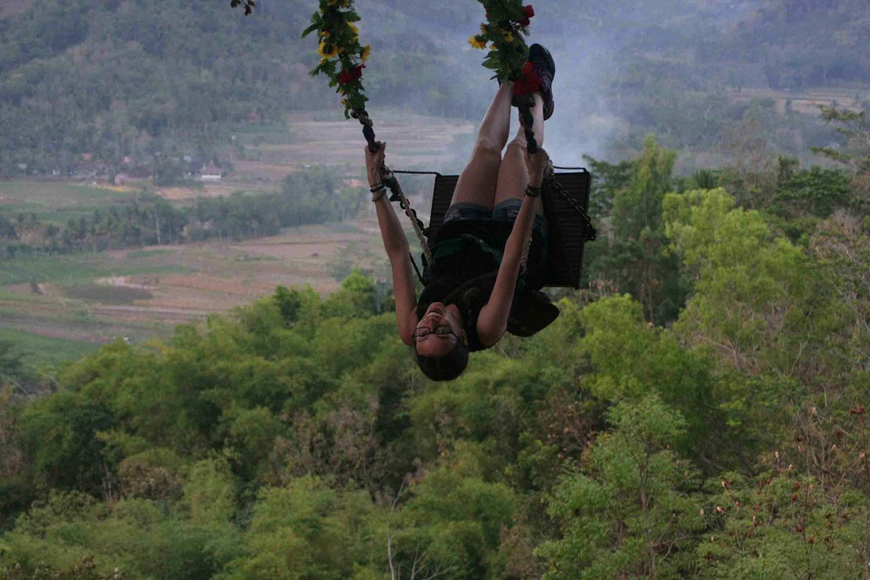A visitor enjoys the fresh air of Punthuk Setumbu from the swings. JP/Maksum Nur Fauzan