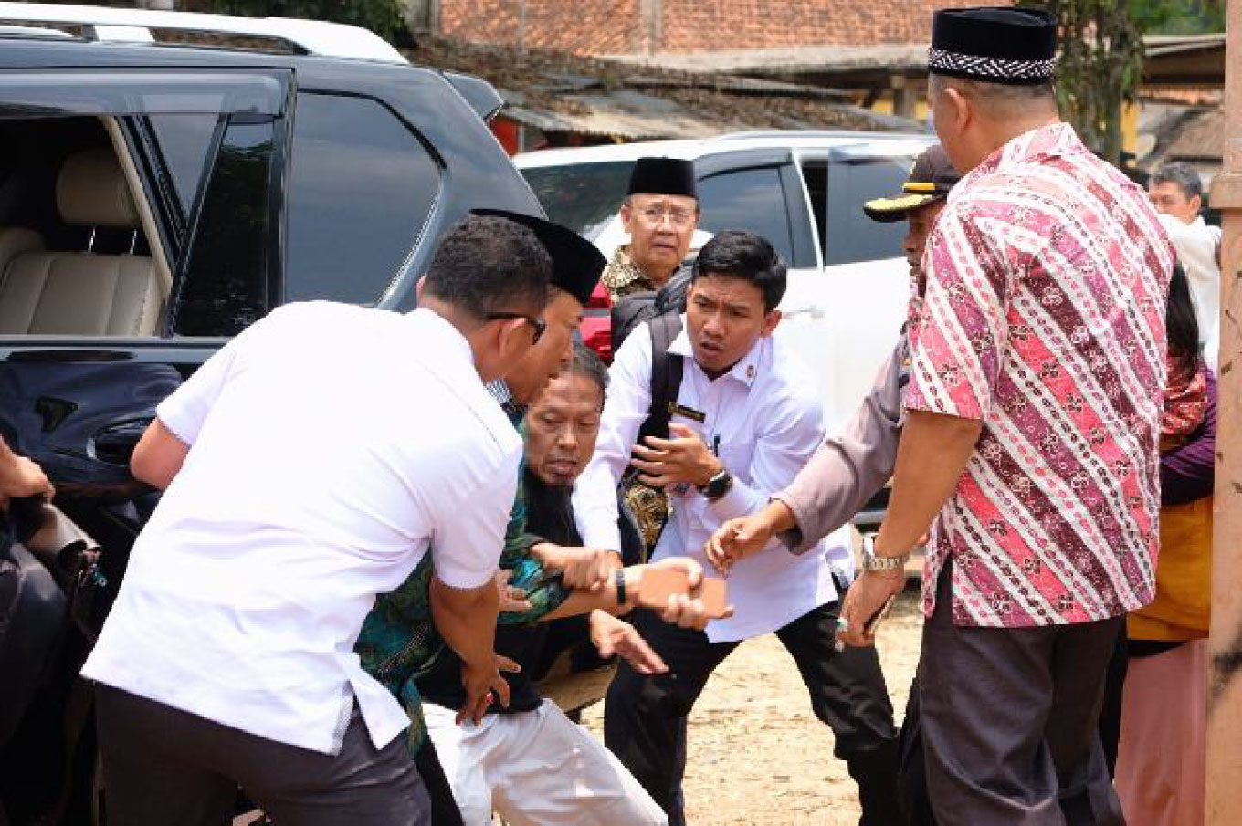 Jokowi orders crackdown on 'terror network' behind Wiranto attack
