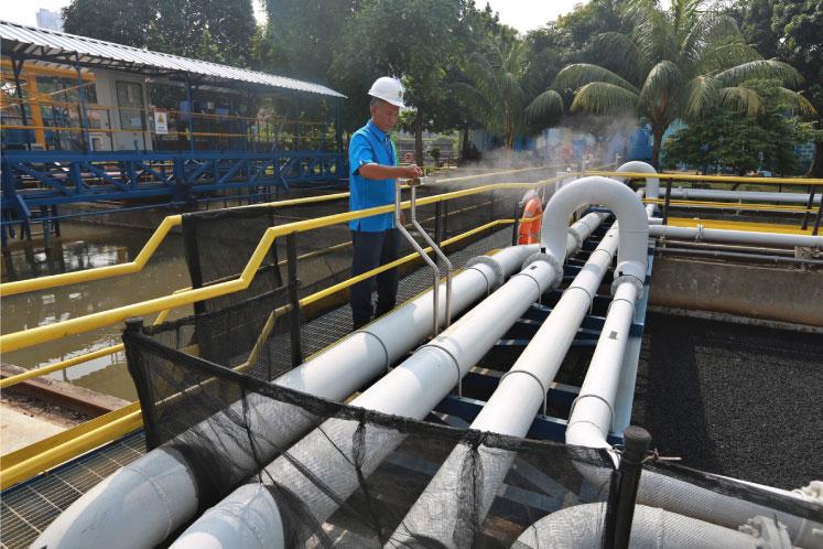 Jakarta poor still fighting for tap water