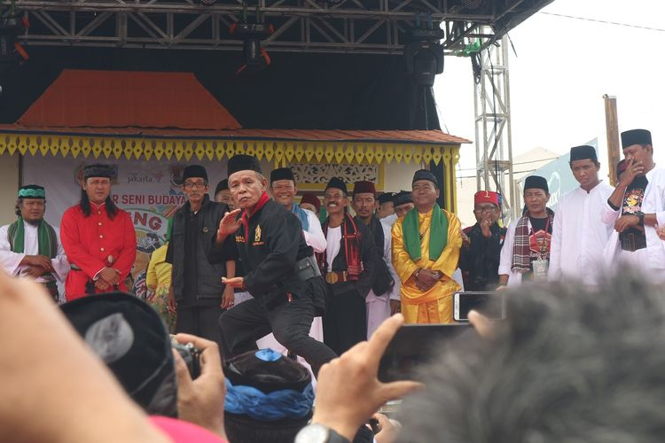 1,000 'pencak silat' artists show off skills in Betawi event