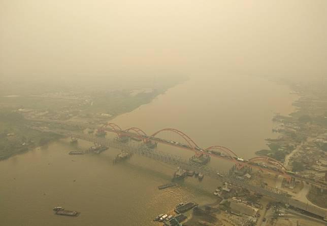 Haze in Jambi worsens as locals hope for rain