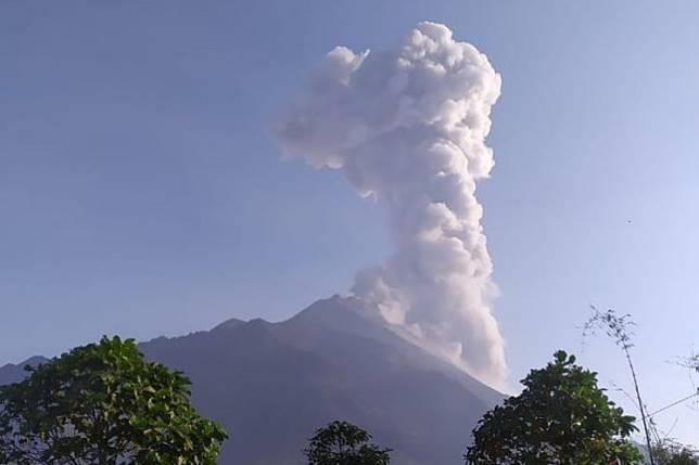 Ash covers villages on Merapi's slopes