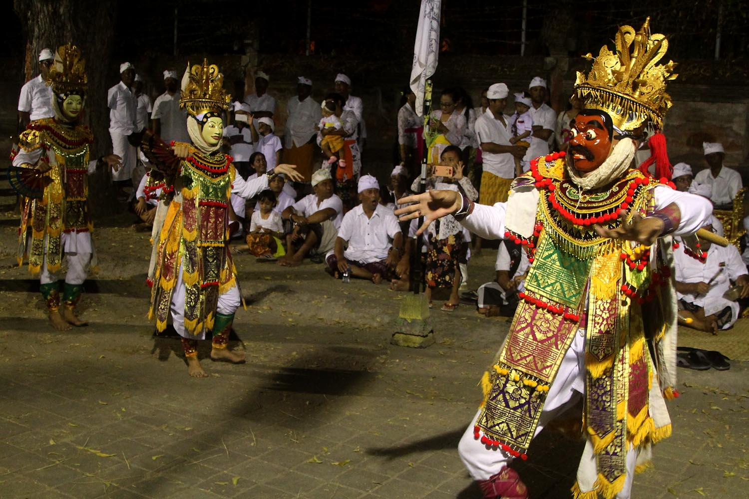 Dancers perform the sacred sandar and telek dances before taking part in the mesiat geni tradition. JP/Zul Trio Anggono