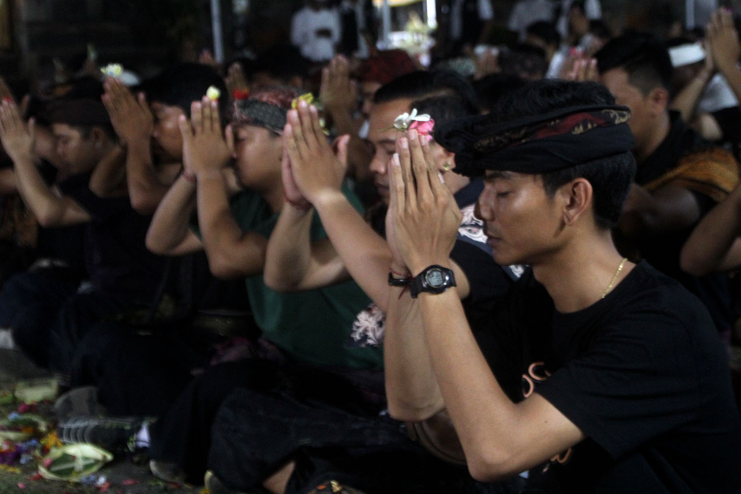 Prior to taking part in the tradition, the young men pray for safety at Dalam Kayangan Temple, Tuban village, Kuta, Badung, Bali, on Sunday, Oct. 13. JP/Zul Trio Anggono