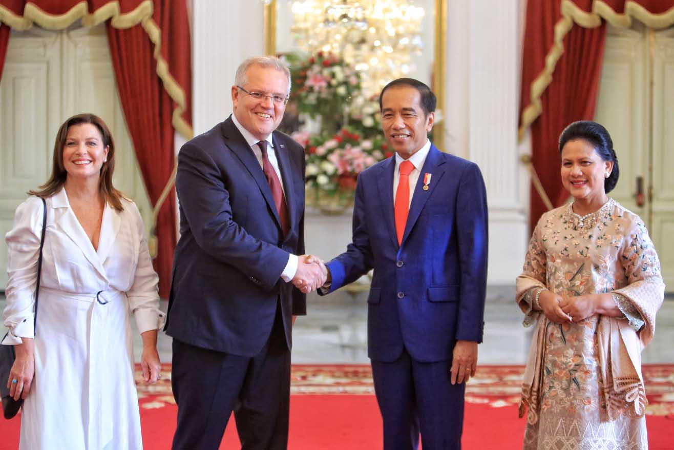 "President Joko ""Jokowi"" Widodo shakes hands with Australian Prime Minister Scott Morrison as their wives Iriana and Jenny look on before an inauguration ceremony at Merdeka Palace in Jakarta on Sunday. JP/Seto Wardhana"