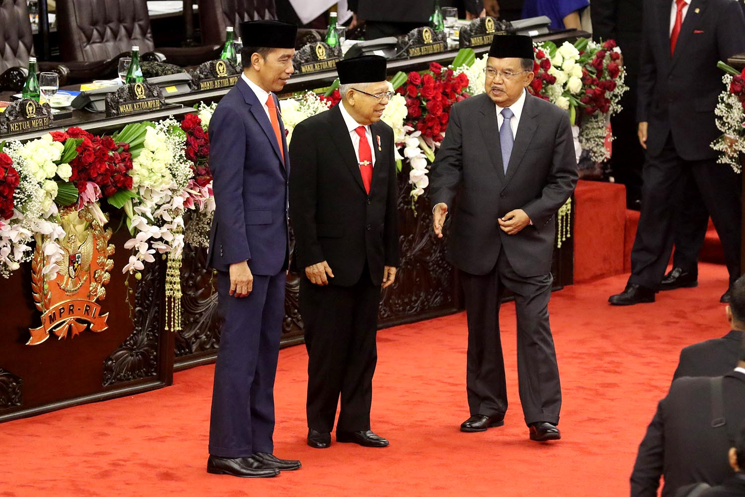 "(Left to right), Indonesian president Joko ""Jokowi"" Widodo, vice president Ma'ruf Amin and former vice president Jusuf Kalla stand for a photo session after taking their oath as President and vice president for the period of 2019 to 2024 in a plenary session of the People's Consultative Assembly on Sunday. JP/Dhoni Setiawan"