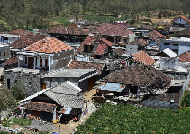 One dead, thousands displaced by East Java tornado