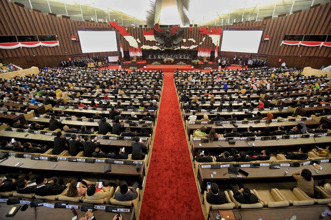 Nudging legislative constraints in constitutional amendment