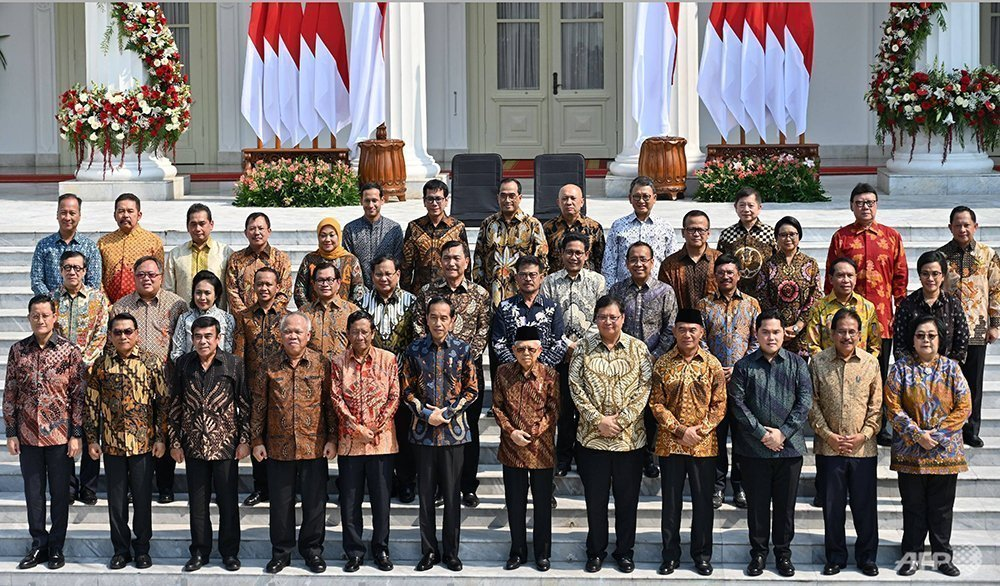 Jokowi gives coordinating ministers 'veto power' to streamline regulation