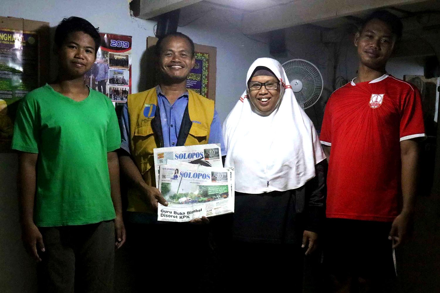 Newspaper deliveryman Sarip alongside his family. Sarip believes his job is a source of blessings for his family. JP/Maksum Nur Fauzan